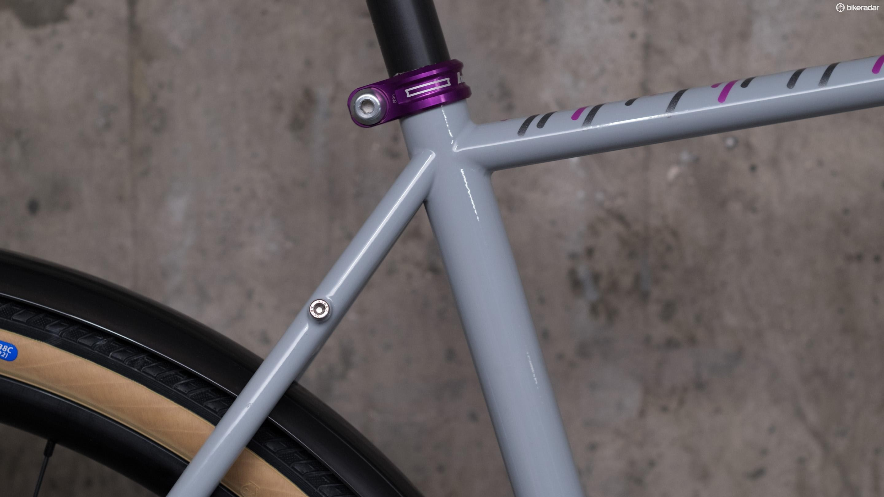 A flattened top tube, and skinny 27.2mm seat tube should offer additional comfort