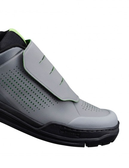 Also new is the GR900 flat pedal gravity shoe, with a tread designed for traction when walking as well as riding