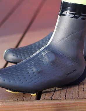 You can adjust the BOA dials through the shoe covers, which is surprising for a neoprene shoe cover