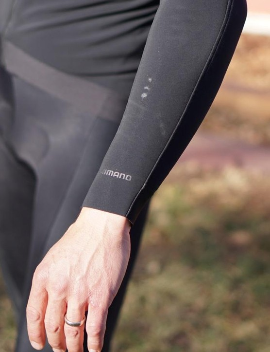 The midweight thermal jersey has svelte cuffs, which makes pulling gloves on easier