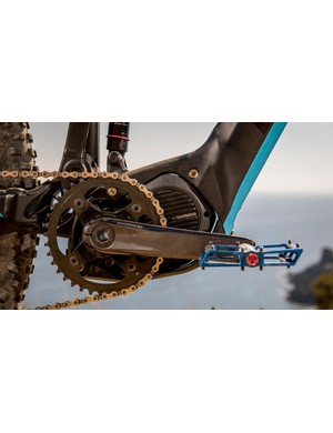 The Shimano Steps motor is fed by a lightweight, fully-integrated battery tucked in the downtube