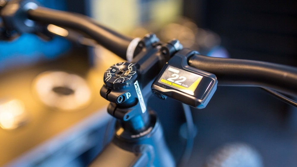 The display unit is visually similar to the Di2 unit