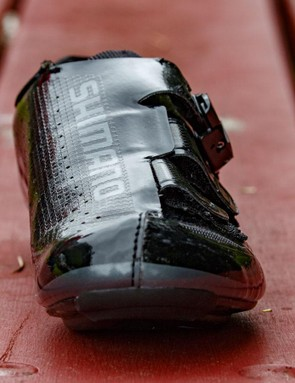 Shimano's 'Surround Upper' really does help to wrap the shoe around the foot