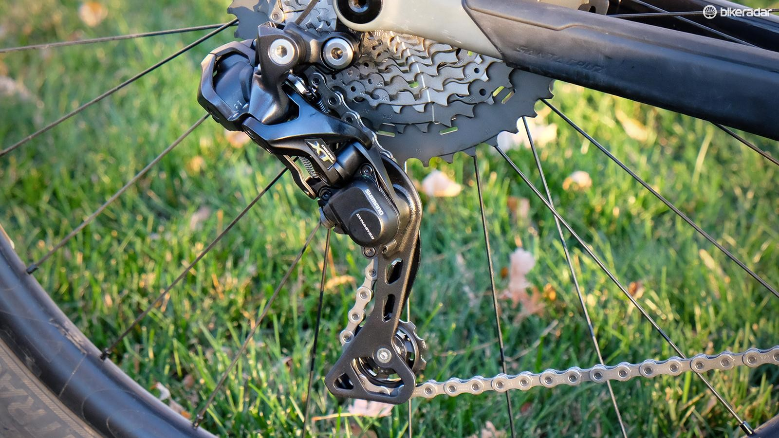 The XT Di2 derailleur comes in a single cage length and works with 1x and 2x drivetrains