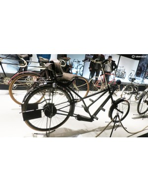 We like the look over this early chopper style roadster – this ones called the Hesperus Werkes, from Stuttgart in Germany and dates from 1921! Note the lack of a crankset – instead it's reliant on large foot paddles to drive the rear wheel
