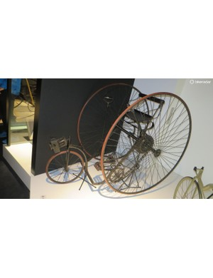 The Royal Salvo tricycle from Great Britain in 1880 has two main drive wheels, a small steering wheel at the front and an additional safety wheel at the rear to prevent it from overbalancing. The differential gearing is housed inside the box on the left side of the drive shaft driving both wheels. It was named the Salvo after Queen Victoria ordered two for the royal household