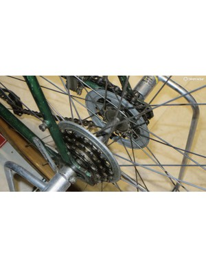 Meanwhile the 1935 Italian DEI used derailleurs front and rear with a rear hub offering two ratios of three speeds –though you'd need to stop and switch the wheel round to exploit all six rear gears