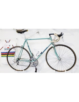 Gianni Bugno won the world champs in successive years in 1991 and 1992, both times aboard a Dura-Ace equipped Bianchi