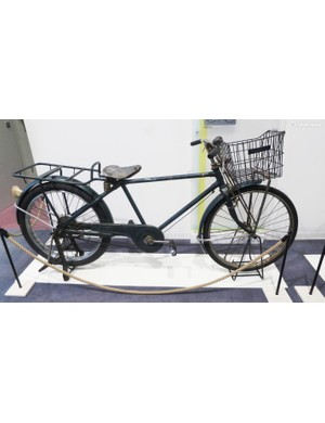 This load lugger was designed in 1955 in Japan. In the Taisho era bikes like this became the number one delivery transport in Japan's cities