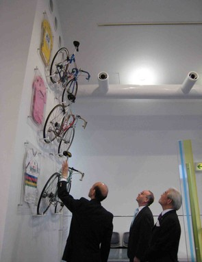 Armstrong's 1999 Tour-winning Trek in the Osaka bike museum, with other Shimano-equipped bikes.