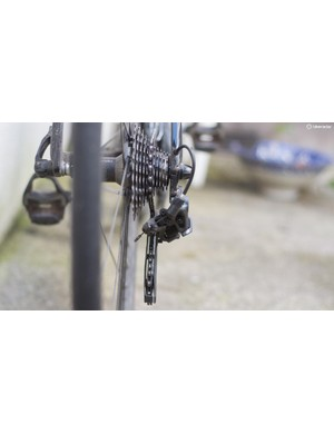 Shadow Geometry shifts the majority of the mech below the cassette and chainstay