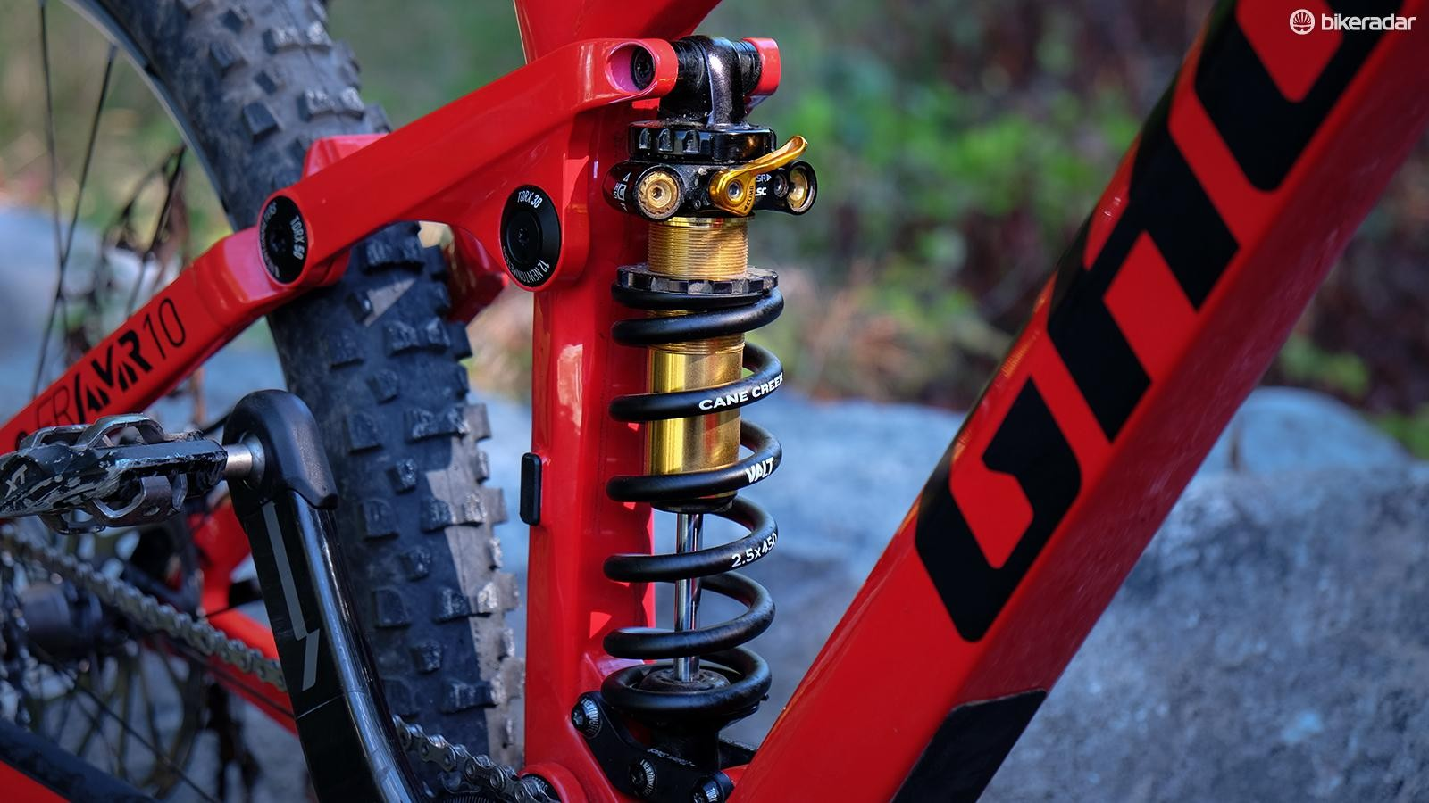 The BDcoil [IL] is an in-line coil designed to fit trail and enduro bikes