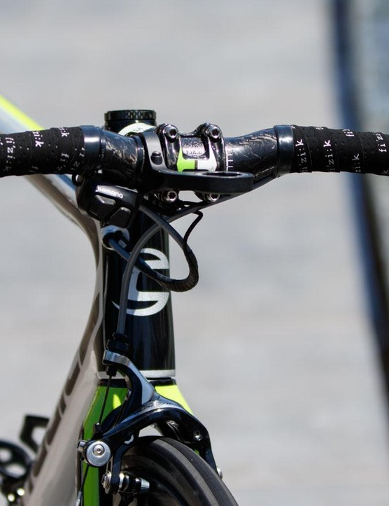 Not many riders choose such an unusual looking bar. Clarke is using the Vision Metron 4D Compact carbon bar