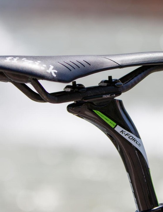 A Fizik Antares Braided sits on top the skinny FSA K-Force carbon seatpost