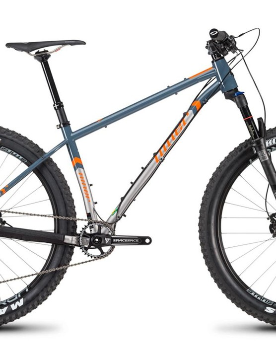 The SIR 9 can roll on 27.5+ (shown) or 29er wheels and tires