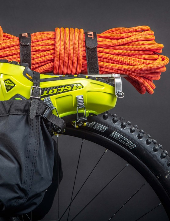 Scott wanted to avoid too many buckles and straps, to save cold fingers the hard work