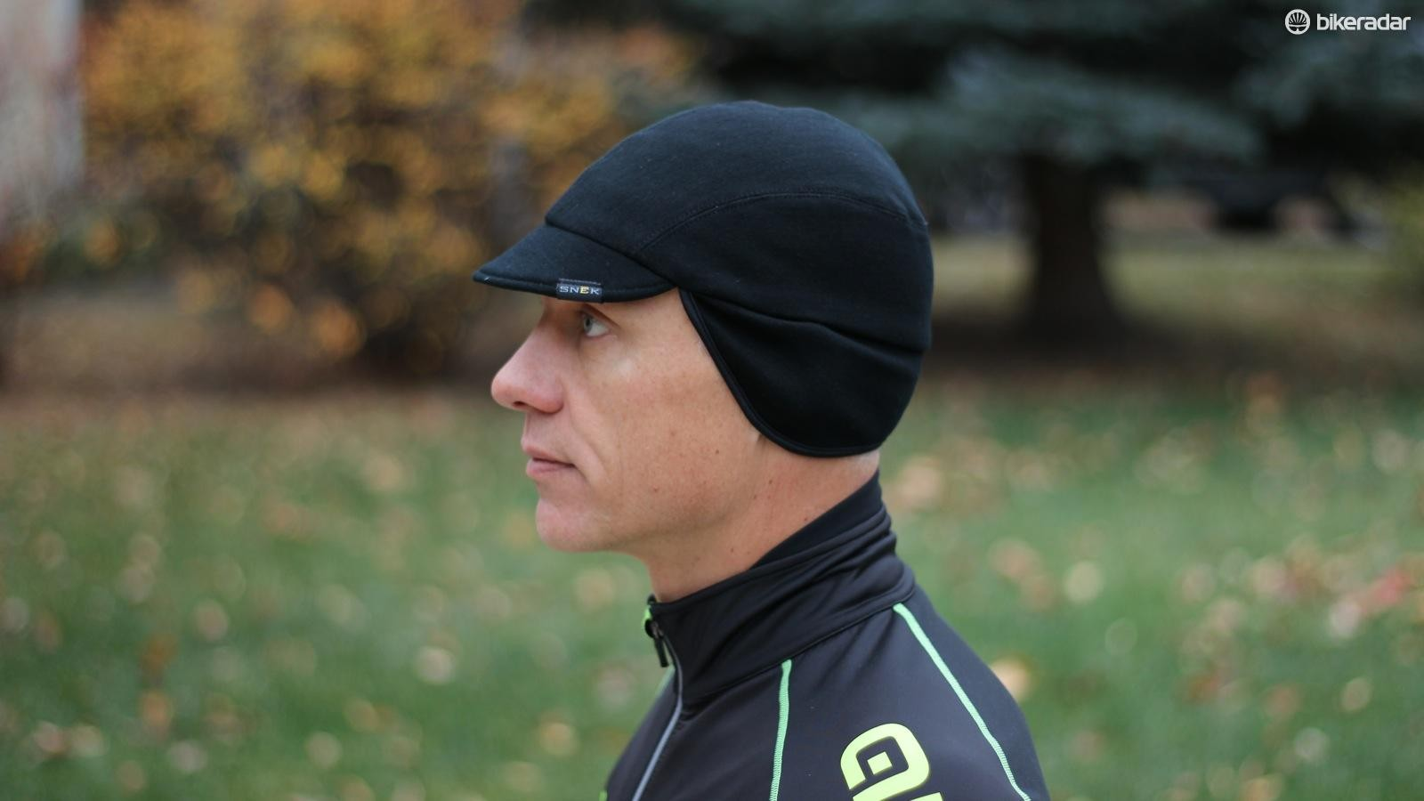 The Snek Merino Winter Cap is a well executed version of an old standard. We like the long ear flaps that don't ride up