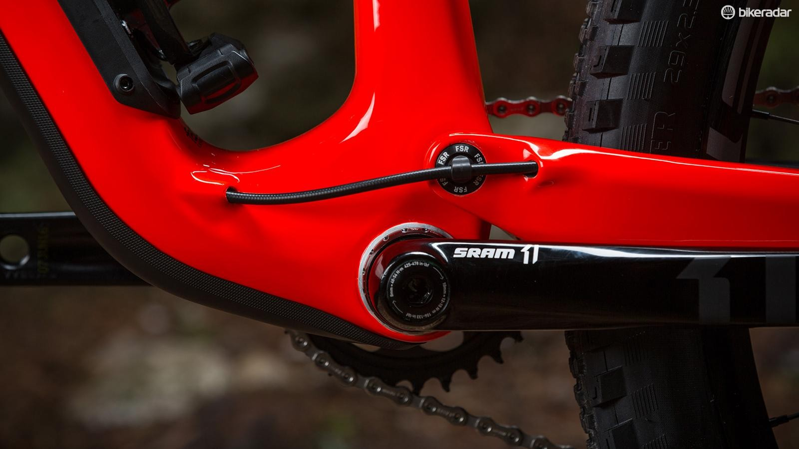 The enduro switches back to a 73mm threaded bottom bracket