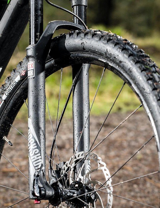 The 130mm-travel Revelation fork can get flexy under heavy loading