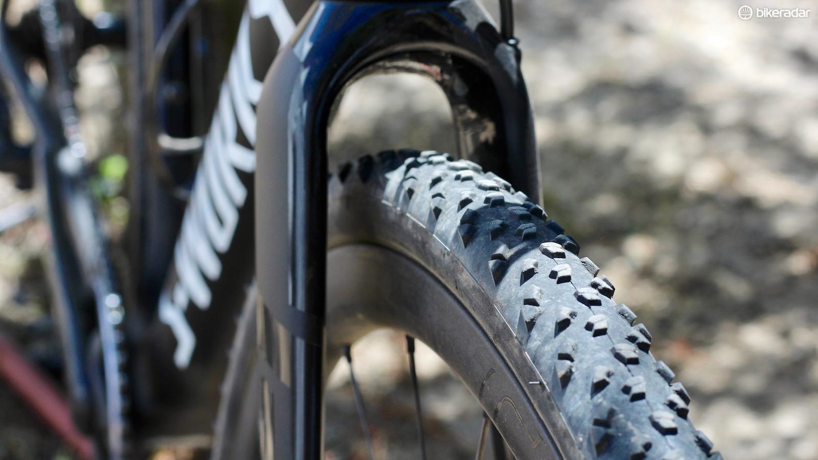 Complementing the disc brake design with massive clearance is sure to make 'crossers happy