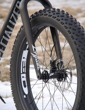 HED's lightweight carbon rims allow the this Fatboy to spin up to speed quickly