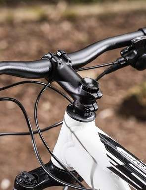 The low front-end gives agile handling in combination with the relatively short stem
