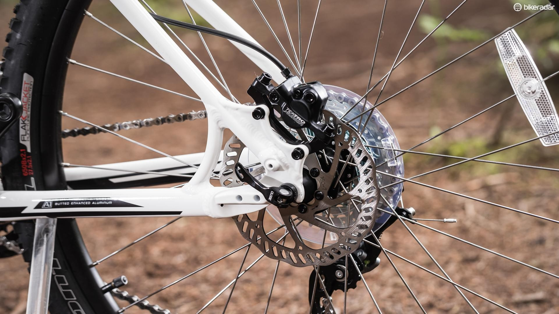 The Tektro hydraulic disc brakes lack feel and power