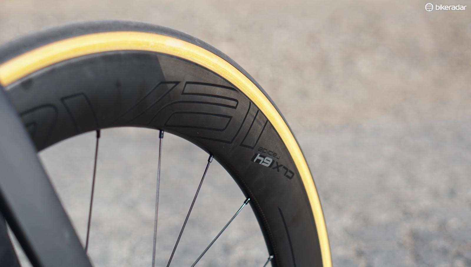 Roval CLX 64s sail through the wind, and the 26mm Turbo Cottons deliver a creamy (and speedy) ride