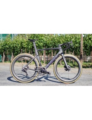 The 2019 Specialized S-Works Venge is a hydraulic/Di2-only affair