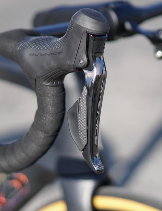 Shimano's 9170 levers are virtually indistinguishable from the rim-brake 9120 levers