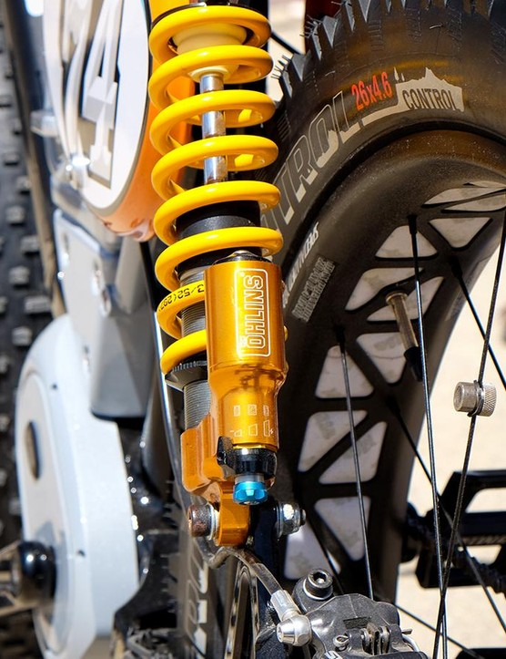 A pair of Öhlins TTX coil shocks give the Scrambler a period-correct appearance