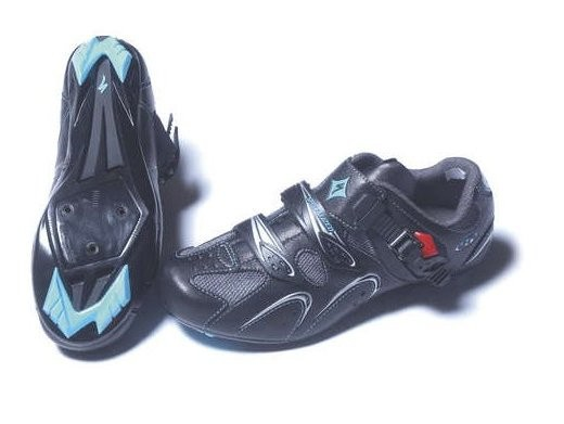 The black styling of the Torch 07 is a breath of fresh air in women's shoes.