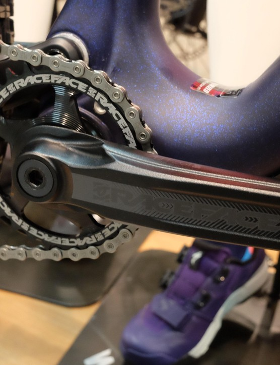 Equipped with SRAM GX derailleurs, RaceFace Affect crankset with a 28t chainring and SRAM chain