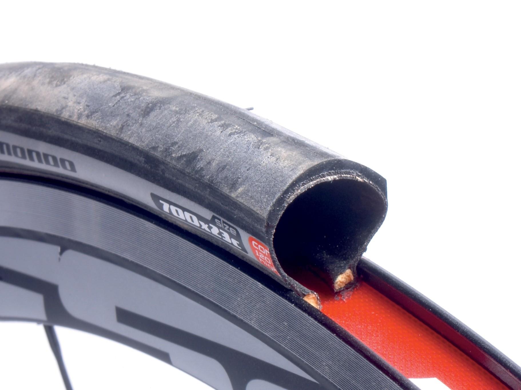 Mondo Pro: light, tough tyre that's good in the wet