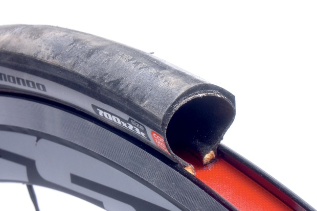 Mondo Pro: light, tough tyre that's good in the wet