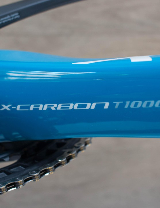The frame is made from a mix of T1000 and T800 carbon