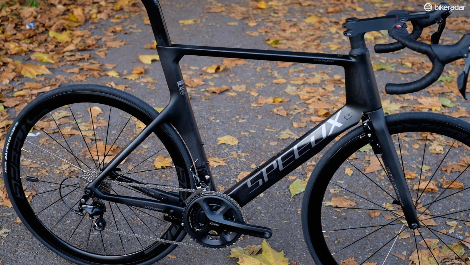 The frame, although weighty, has an impressve level of stiffness for an aero bike