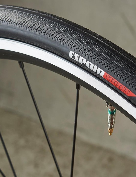 The 25mm Espoir tyres measure an impressive 26mm when inflated