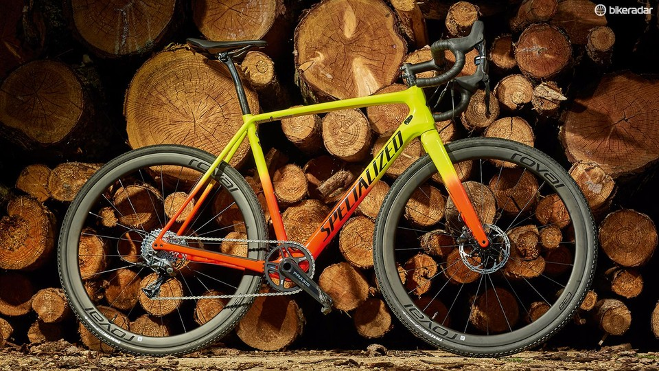 1cbbe3bf772 Specialized's CruX Expert sits second in line within the four-bike 2019 CruX  hierarchy