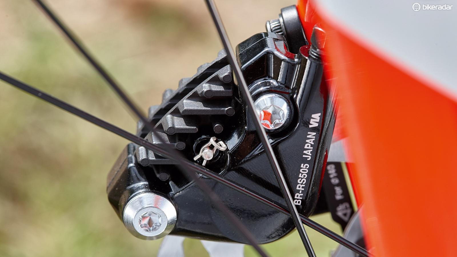 Hydraulic Shimano RS505 discs provide all-weather, all-surface stopping power