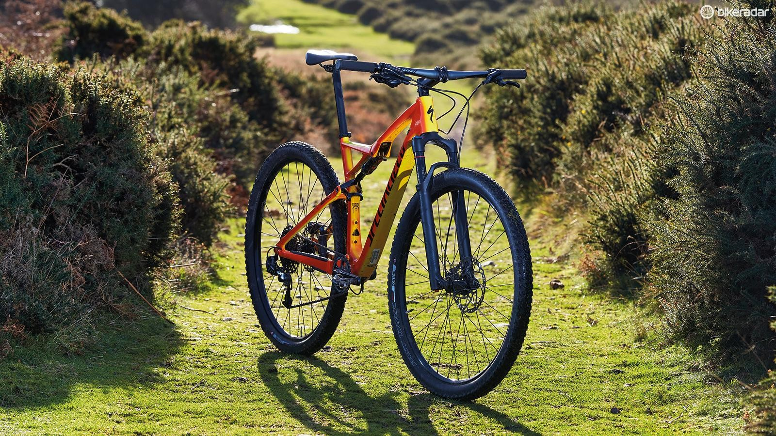 The two-tone paint of the Torch edition is a homage to the thermal paint used on Spesh's Rio Olympics bikes, but there's a black option too