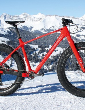 Specialized's Fatboy Comp Carbon screams its racy intentions via its bright red paint job