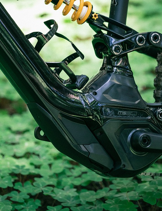 Specialized's battery and motor integration continues to be one of the best in the business. The Kenevo features the latest custom Turbo 1.3Rx Trail-tuned Brose motor, which offers an additional 15 percent power compared to the 1.2