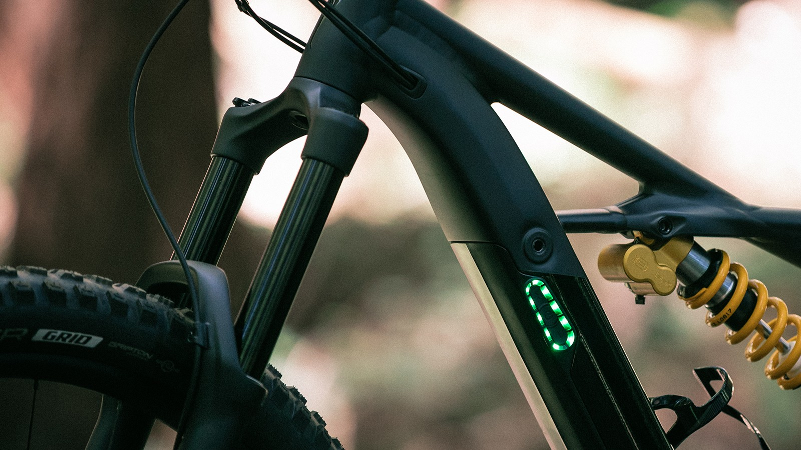 While the Kenevo doesn't offer a head up display unit like many e-MTBs, the LED light on the side of the down tube indicates charge and which of the three modes you're in