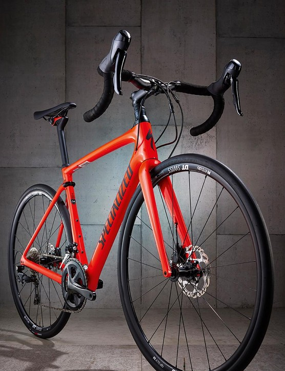The FACT 10r frame and straight tapered leg fork are seriously chunky and muscular