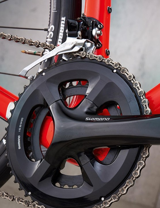 Shimano 105 gearing keeps the Roubaix spinning