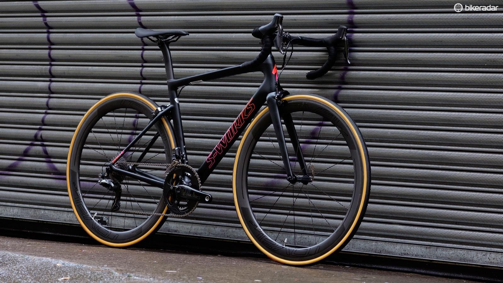 The new Unisex Tarmac replaces the Amira at Expert and S-Works level