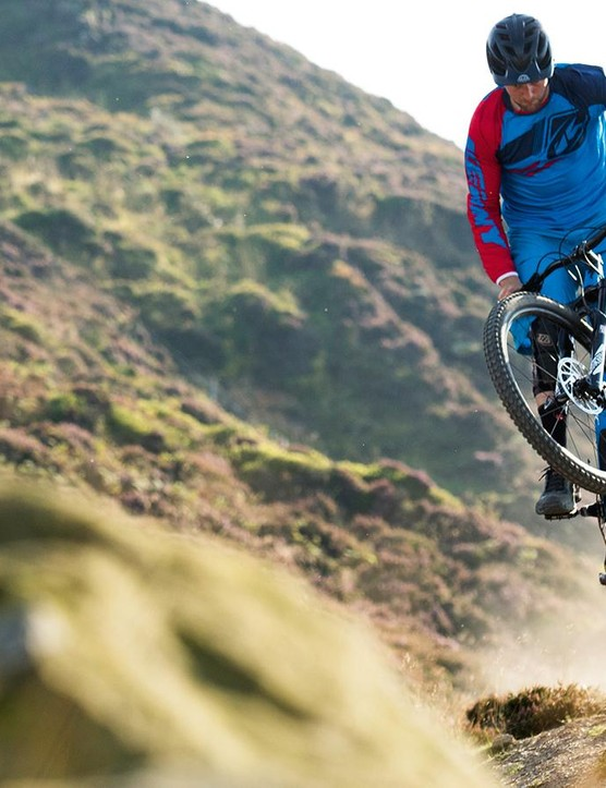 Specialized's chainstay pivot and fourth shock-driving Horst Link suspension set-up give a naturally pedal and brake-neutral performance