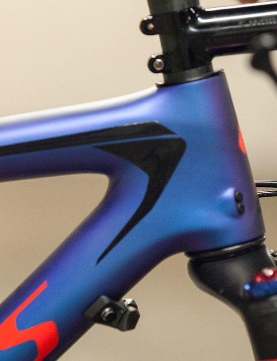 The rubber bumper on the down tube prevents the fork crown from damaging the frame