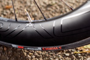 Tubeless-ready wheels and tyres but the fitted tubes add weight and slow down acceleration